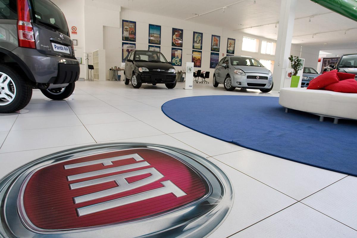 Car Dealer Fiat Pavimento Sopraelevato Uniflair